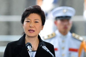 South Korea's President Park Geun-Hye speaks during a commemorative ceremony for the U.N.-Allied Nations Korean War Veterans, ahead of the 60th anniversary of the end of the conflict, at the U.N. Memorial Cemetery in Busan July 22, 2013. REUTERS/Jung Yeon-Je/Pool (SOUTH KOREA  - Tags: POLITICS) - RTX11UOS