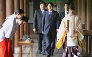 vizitat-ne-memorialin-e-luftes-nga-kryeministri-Shinzo-Abe-shkaktojne-gjithmone-zemerim-415x260
