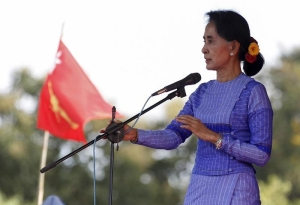"Myanmar opposition leader Aung San Suu Kyi gives a speech as she campaigns for the upcoming general election, in Loikaw capital city of Kayah state September 11, 2015. Suu Kyi on Thursday urged voters to opt for ""real change"" in the first general election since the end of military rule.  REUTERS/Soe Zeya Tun - RTSMAB"